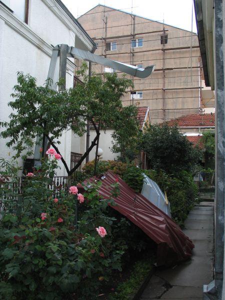 Nezvani gost - limeni krov koji je donela oluja